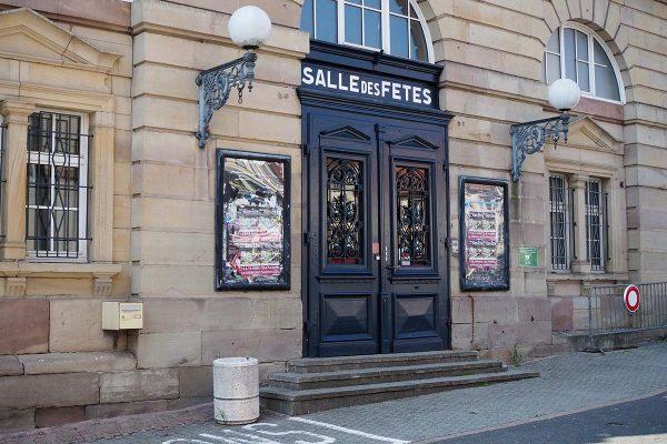 Salle des fêtes de Sarrebourg - porte d'entrée