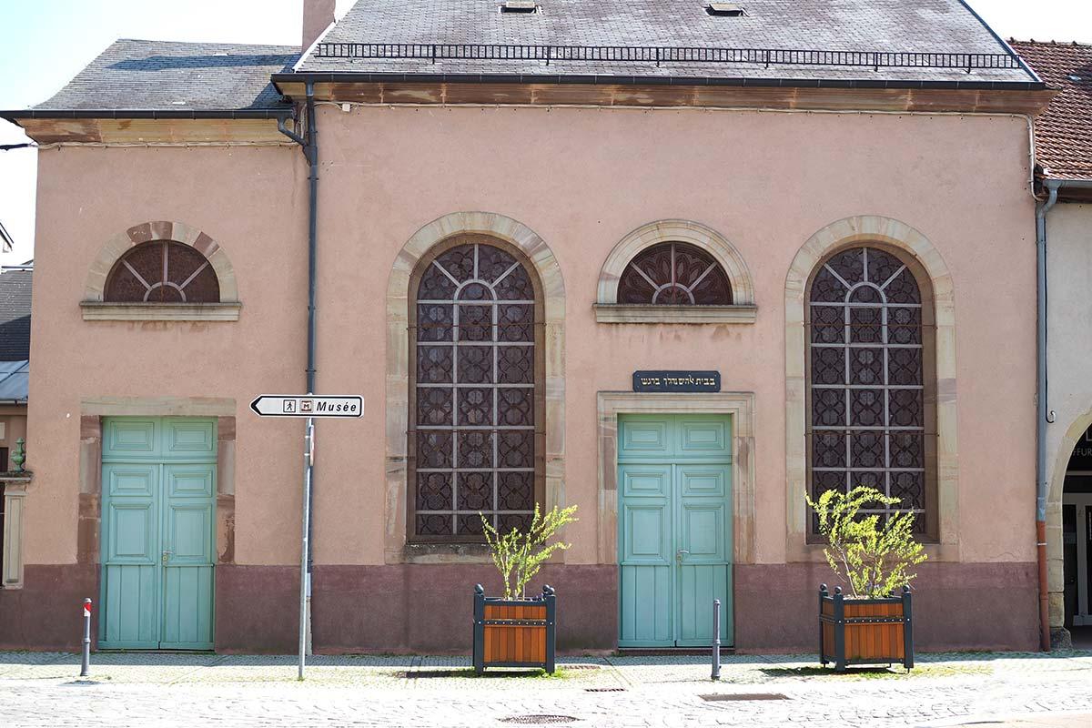 Façade de la synagogue de Sarrebourg